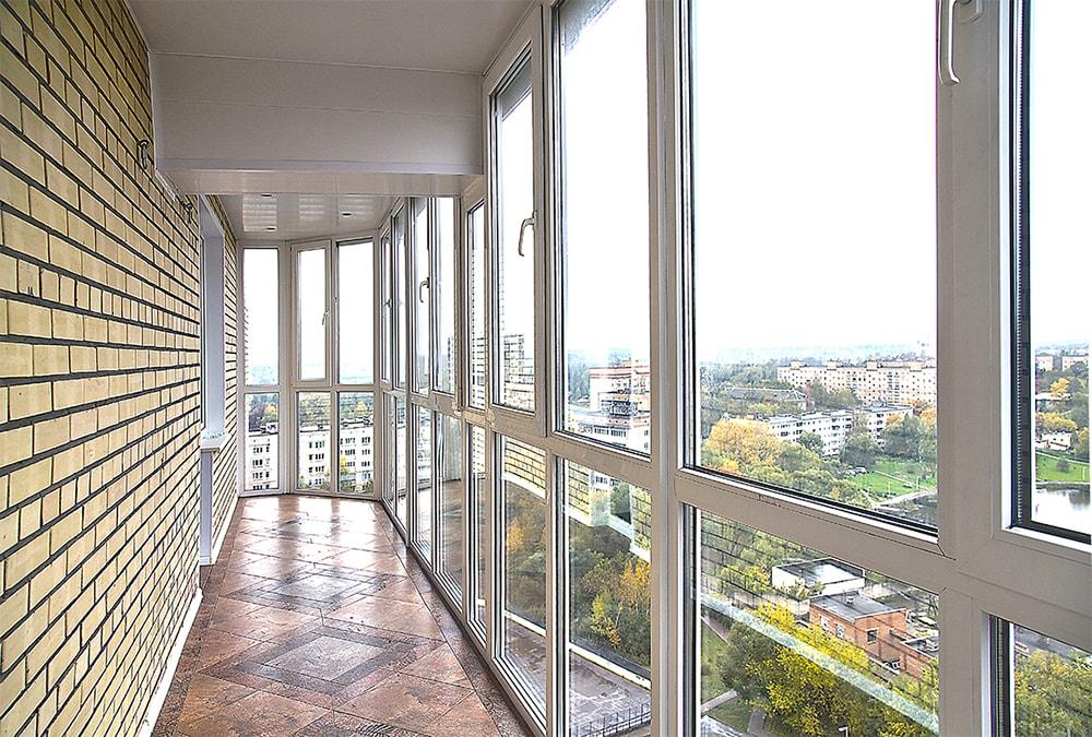 Панорамное остекление лоджии французскими окнами